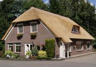Woonboerderij met rieten dak