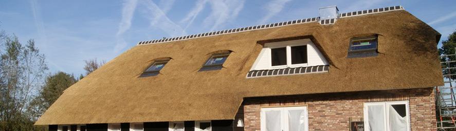 Nieuwbouw rieten dak op woning