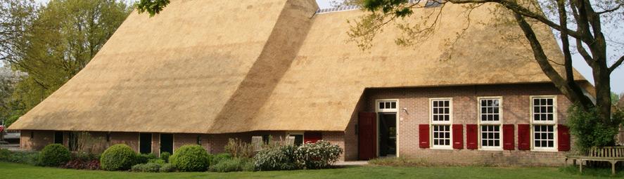 Woonboerderij met groot nieuw rieten dak